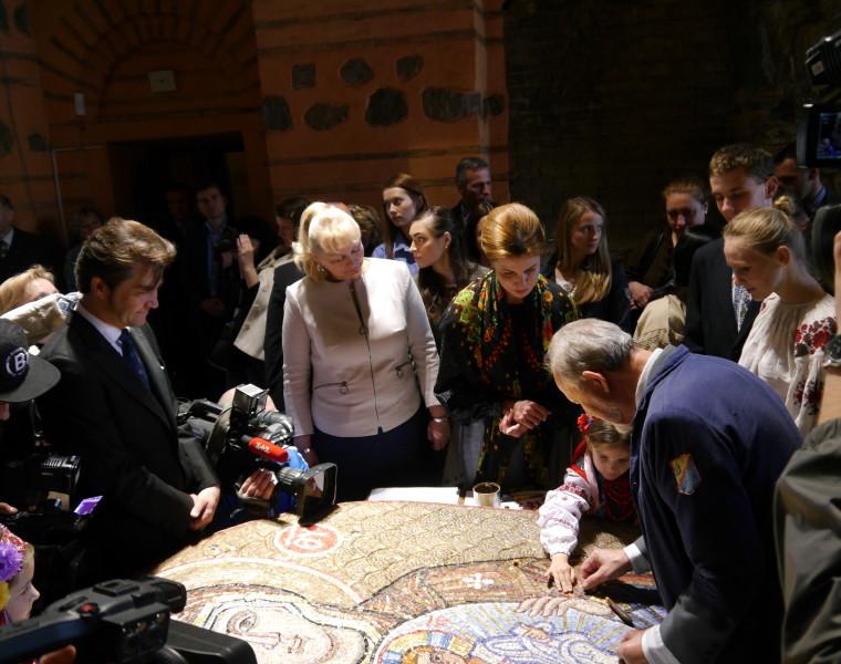 Мозаїчне панно «Богородиця Нікопея»