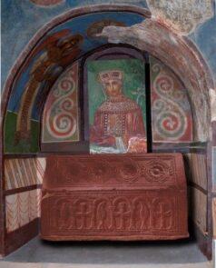 Давній некрополь Кирилівського храму